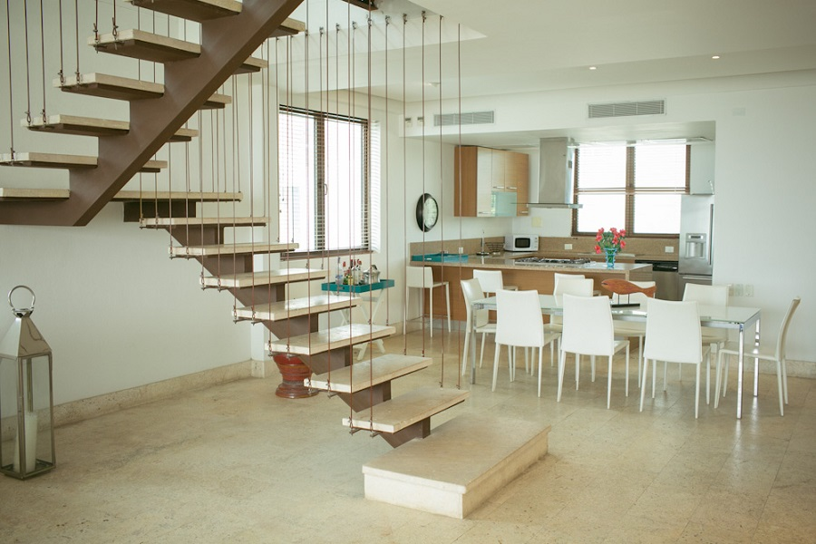 Traditional Statement staircases for your home